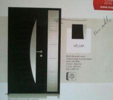 """Porte d'entrée alu noir de chez """"K-Line"""" modèle """"Velum""""."""