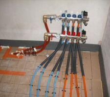 Chauffage au sol : distribution et régulation de l'étage