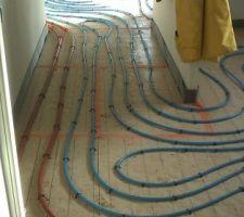 Chauffage au sol dans la partie garage/cuisine/salle à manger