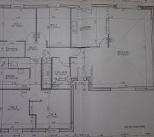 Voici le plan (presque fini) reste plus qu'à décaler un peu la baie en haut et définir la disposition des carreaux de verre dans la salle de bain, nous n'aurons pas de fenêtre car en limite de propriété.