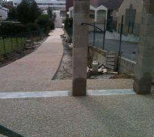 voie d acces terminee en beton desactive