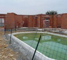 arriere cote terrasse et piscine