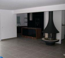 constat a la remise des cles cuisine et cheminee posees par le cuisiniste et par le cheministe par contre sol et fenetres non nettoyees