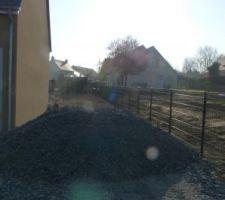 Arrivage de 8 Tonnes pierre pour finir la terrasse,Attention aux tours de brouette