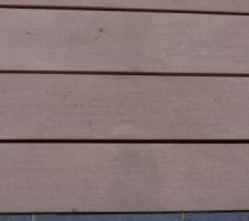 taches indelebiles sur lames de terrasse composite emotion brun savane de lapeyre