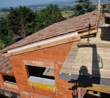 Le toit à droite de la photo sera recouvert de cuivre. Il fait 2m de large sur 10M de long.