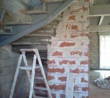 c est reparti pour les travaux l escalier en voie d etre pose chassis de soutien en metal le reste en beton sans doute pour les normes para sysmiques