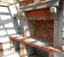 Barbecue terminé ,reste le jointage et l'enduit des murs sur la terrasse couverte