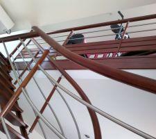 Autre vision de l'escalier et de son garde-fou et c'est pas ça qui manque