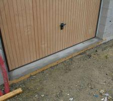 seuil de porte de garage en beton realise