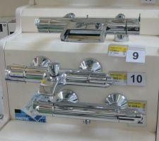 La robineterie du haut pour la baignoire des petiots