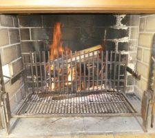 BBQ avec combustible et en chauffe