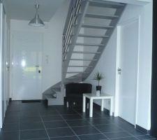 03/05/2012 : Peinture de l'escalier et des portes intérieures