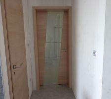 la magnifique porte en verre du couloir nuit 08 05