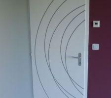 La porte posée et finie