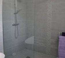 Photos et id es salle de bain sol gris clair 1010 photos for Salle de bain gris clair