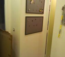 Entrée, mur face aux wc