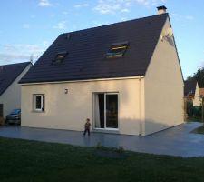 Voici notre terrasse beton poncée puis peinte gris anthracite