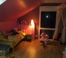 la chambre de notre petite princesse avec son coin lecture