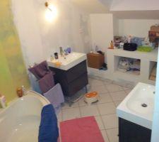 La salle de bain des enfants en cours de déco