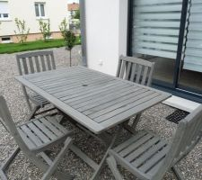 """Salon de jardin en teck repeint avec """"peinture vieillisseur bois effet bois flotté V33"""""""