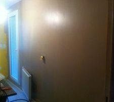 premiere couche de peinture posee couleur cafe glace la couleur est tres belle meme si je m attendais a un beige