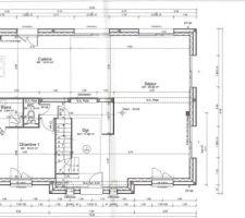 Nous avons souhaité créer un grand espace ouvert tout en conservant une chambre d'appoint avec une salle d'eau privative. Nous avons créé une ouverture (appelée