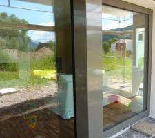 habillage poteaux beton devant baie vitree
