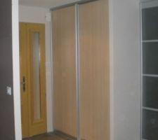 16092009 pose portes coulissantes du placard entrée (c'est fait)