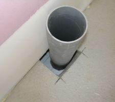 Detail pour la prise d'air.J'ai du realiser un coffrage sous la dalle pour retenir le mortier.