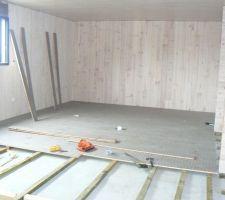 Voilà un rendu du parquet structuré teinté en gris cette fois ci, c'est une vue du fond de la chambre des enfants !!!