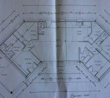 1er plan loin d'être définitif! les chambres enfants seront à gauche et la suite parentale à droite et il faut imaginer la terrasse de 27m² à l'intérieur du U d'une pointe à l'autre