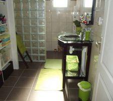 Salle de bain finie en attente des portes de placard