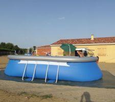 Première mouillasse dans la piscine. UN REGAL!!!!!!!!!!!!!!!!!!!!!!!!!