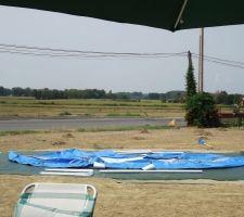 Début de l'installation de notre piscine provisoire