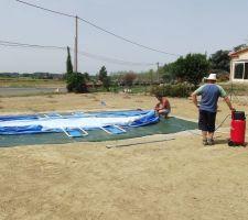 Suite de l'installation de la piscine
