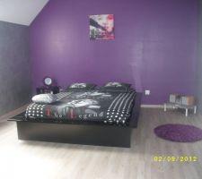 Chambre d'ado de ma fille .Mur couleur gris métal et violet
