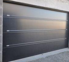 notre belle porte de garage sur laquelle on avait craque