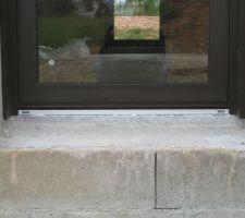 Détail seuil de porte vitrée