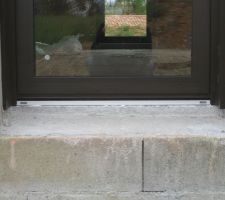 detail seuil de porte vitree