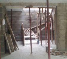 Début de coffrage de l'escalier du sous sol