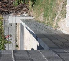 vue du muret et de l amorce de pillier pour le portail