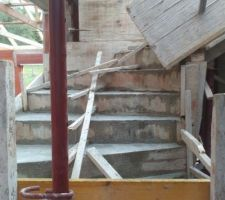 Escalier de l'étage coulé