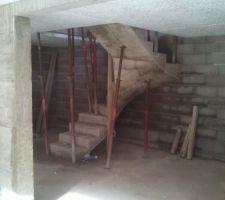 Escalier du sous sol décoffré