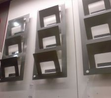 Encore un élément pour l'aspect pratique pour le bureau. Comme pour les cadres, il n'est pas encore fixé au mur !