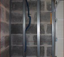 Rails posées, mise en place de la gaine pour futur emplacement onduleur et compteurs electriques