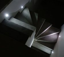 escalier avec eclairage horizontal a led seul