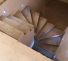 escalier avec eclairage horizontal a led et eclairage du degagement du haut