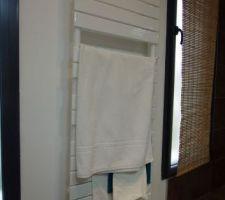 Sèche serviettes installé : un Sauter basique en look mais avec soufflerie :)