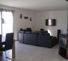 Notre salon, manque le meuble tv qui sera noir laqué et manque aussi un peu de couleur aux murs...